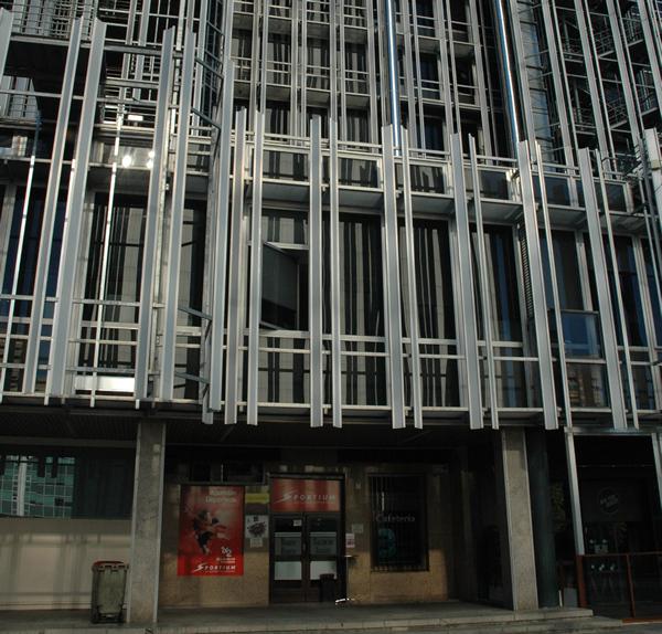 Edificio de la sede de la SAREB, con salón de apuestas en los bajos