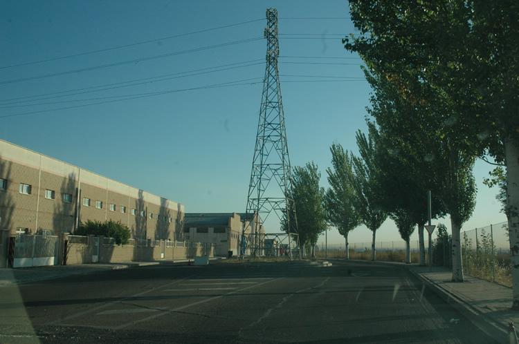 Polígono Industrial Cobo Calleja. Varios lustros después la torre dirigiendo el tráfico. Imagen de agosto de 2016