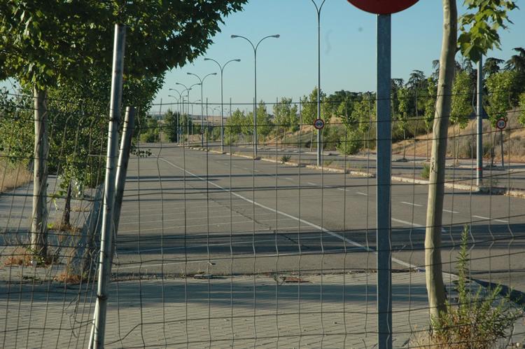 Polígono Industrial Valdefuentes con zonas valladas por falta de utilidad. Imagen de agosto de 2016