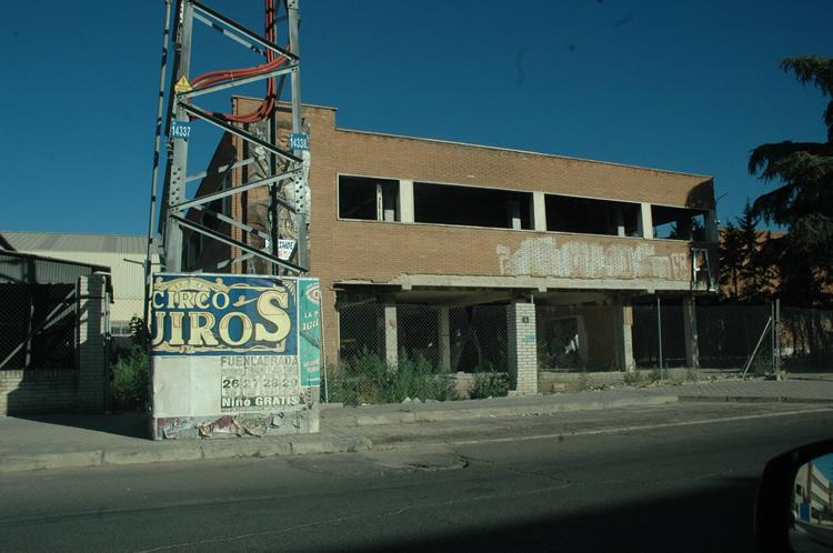 Edificio abandonado hace años en Polígono Industrial de Móstoles. Imagen de agosto de 2016