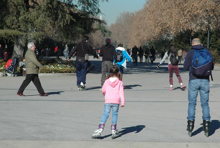 Ciudadanos en el parque de El Retiro
