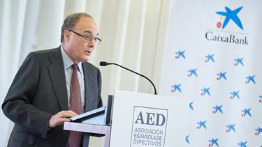 El gobernador del Banco de España, Luis María Linde, en una reunión de la Asociación Española de Directivos
